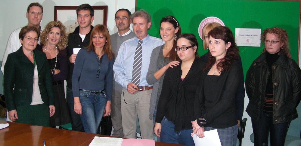 foto di gruppo con i quattro giovani che hanno prestato il servizio civile alla ASUR12