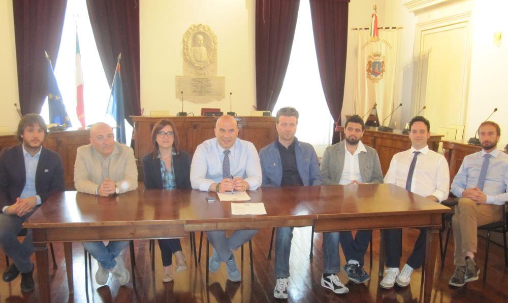 Offida, Lucciarini presenta la nuova giunta «ringiovanita di 10 anni»