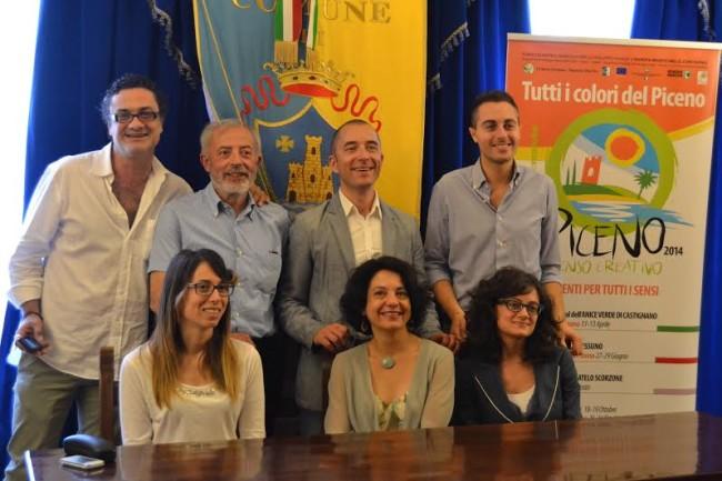 in piedi da sinistra Stefano Greco, Filippo Gaetani, Pierpaolo Rosetti, Alessio Lossano. Sedute da sinistra Elisabetta Rossi, Antonella Nonnis, Diana De Angelis.