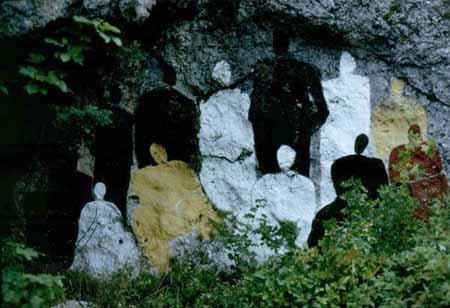 Dipinti nella roccia franata, così l'arte risana le ferite del territorio