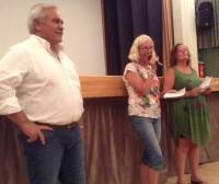 il sindaco Domenico D'Annibali e le nipoti di Torsten Bergmark che hanno girato il video