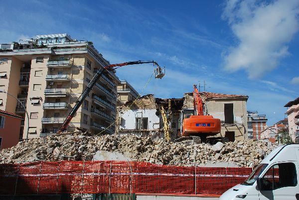 Nuovo edificio in via Abruzzi, al Comune due appartamenti per le famiglie bisognose