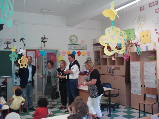 Il Sindaco Guido Castelli e l'Assessore alla pubblica istruzione Massimiliano Brugni in visita nelle scuole dell'infanzia, primaria e secondaria di primo grado del Comune