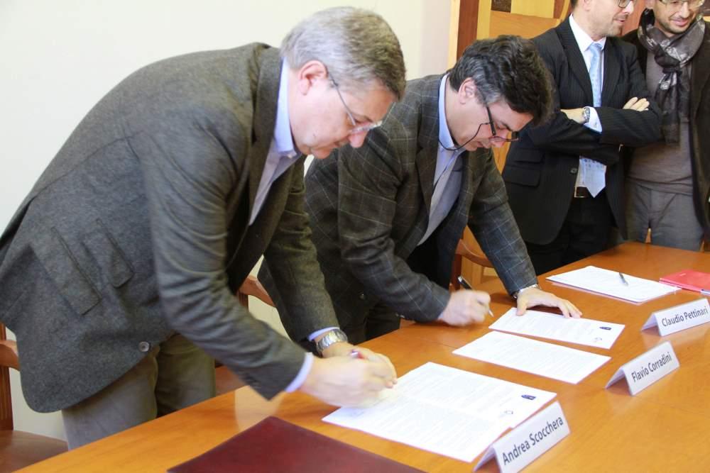 Firmato questa mattina un accordo tra l'UniCam e la Società Cooperativa Cooss Marche Onlus