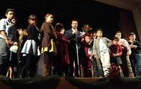 la conclusione dello spettacolo teatrale natalizio