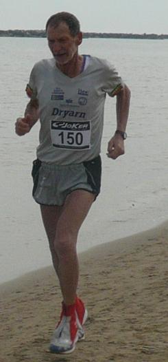 Marco Olmo alla Maratona sulla Sabbia di San Benedetto del Tronto_2011 © www.ilmascalzone.it