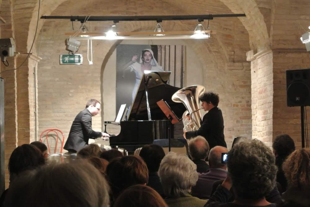 Successo per il concerto del duo fermano Strappati – Ciucani
