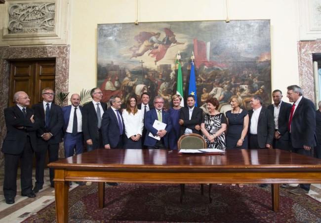 La firma dell'accordo Whirlpool