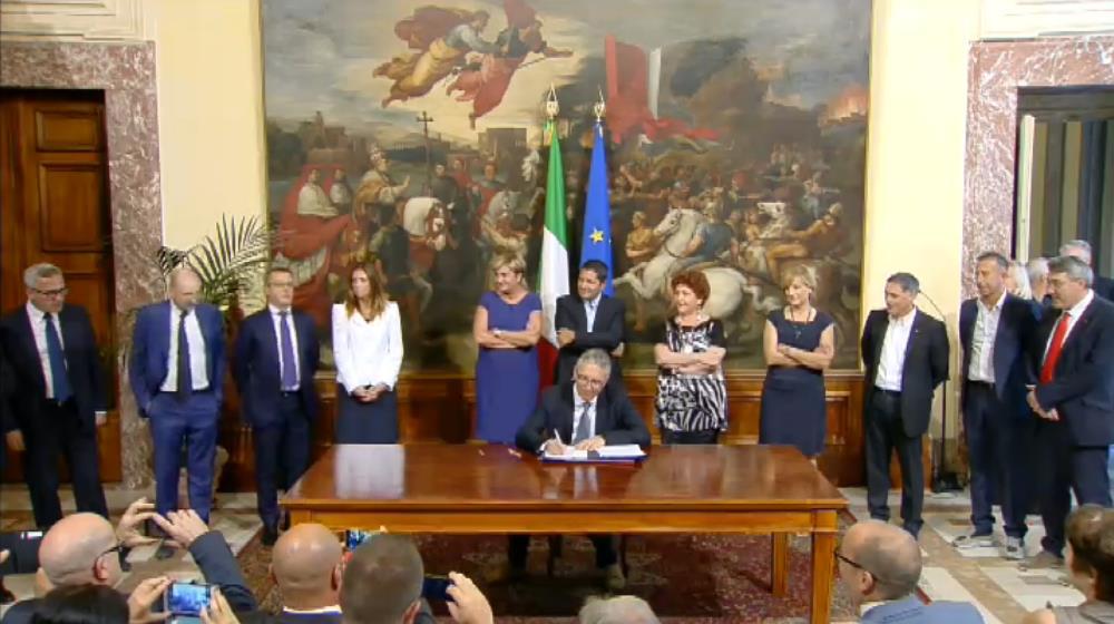 La firma dell'accordo Whirlpool segna una pagina importante per il futuro delle Marche