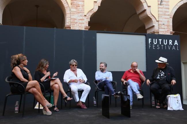 tavola rotonda sull'expo marchigiana con Carlo Cambi, Massimo Donà, Mosè Ambrosi, Stefano Antonucci e Angela Velenosi