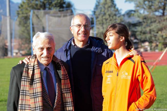 la neoprimatista Emma Silvestri con il presidente della Collection Vinicio Ruggieri ed il mitico prof. Carlo Vittori