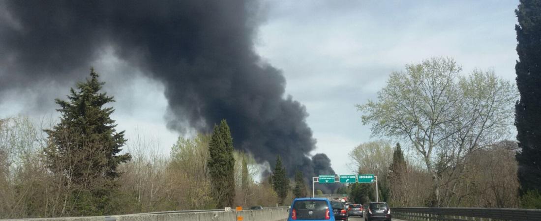 Grosso incendio alla Italpannelli