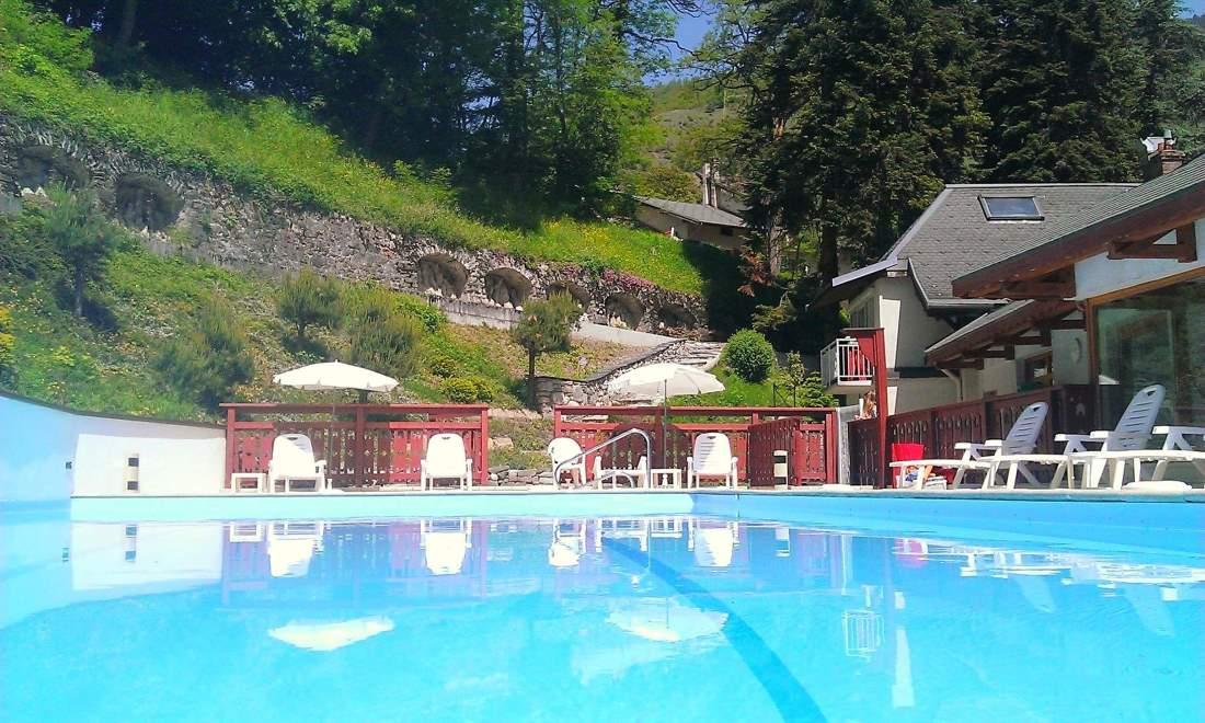 L'Hotel Les Chalets vi aspetta per la stagione estiva