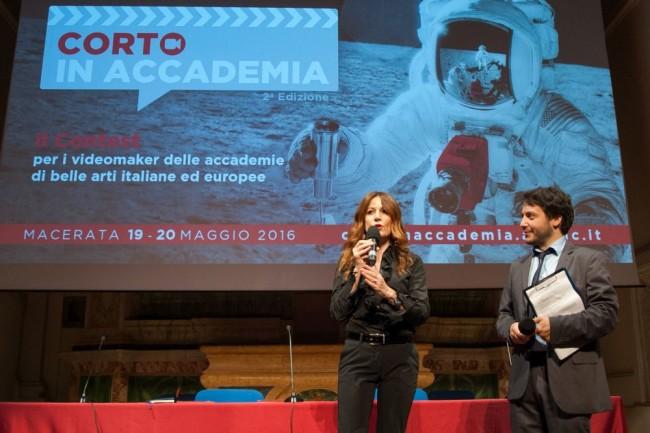 Paola Taddei e il presentatore Riccardo Minnucci