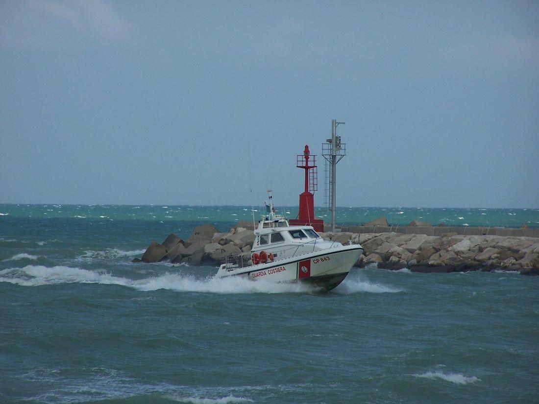La Guardia Costiera effettua evacuazione medica d'urgenza a bordo di un peschereccio