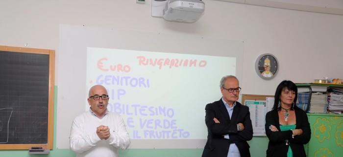 Francesco Massi con il sindaco Remo Bruni e la dirigente scolastica Gaia Gentili