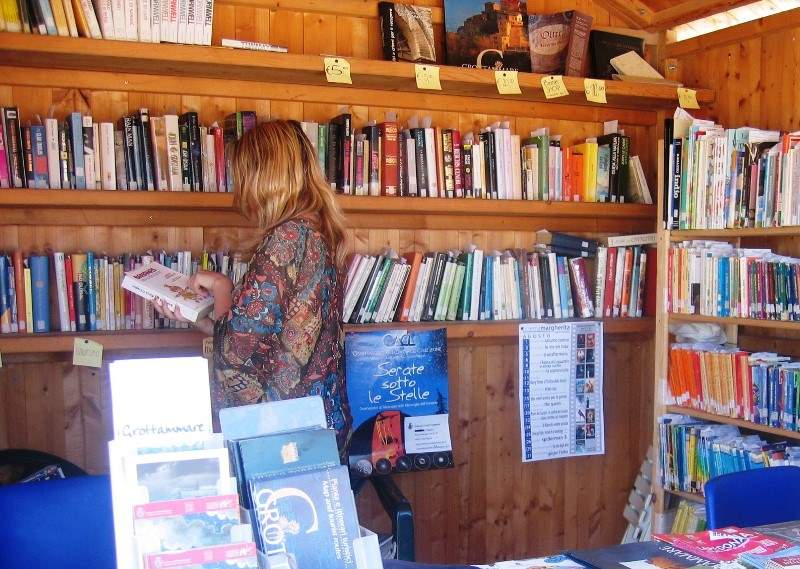 Biblioteca in spiaggia, è partito il servizio a Grottammare