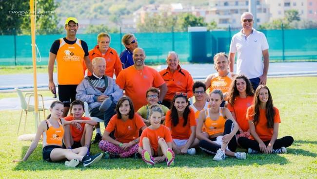 Gruppo della Collection con atleti master, giovani volontari e dirigenti