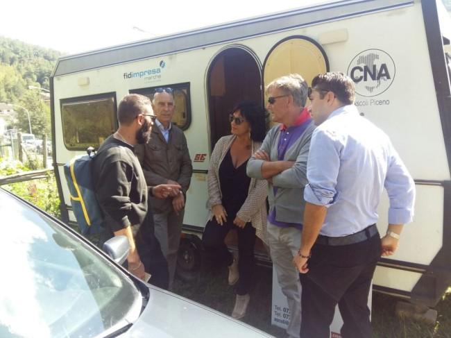 un momento della visita dei funzionari della Regione Marche alla postazione mobile di Cna Ascoli ad Arquata del Tronto