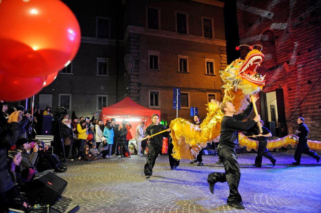 Un drago di ferro per festeggiare il Capodanno Cinese a Macerata