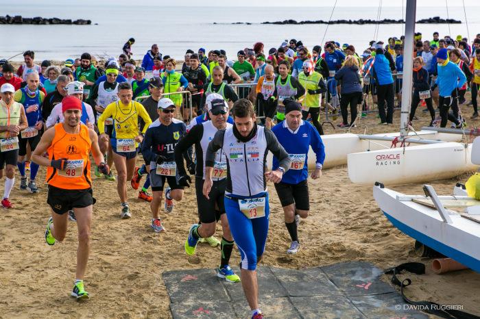 Maratona sulla sabbia, la partenza della 15ma edizione