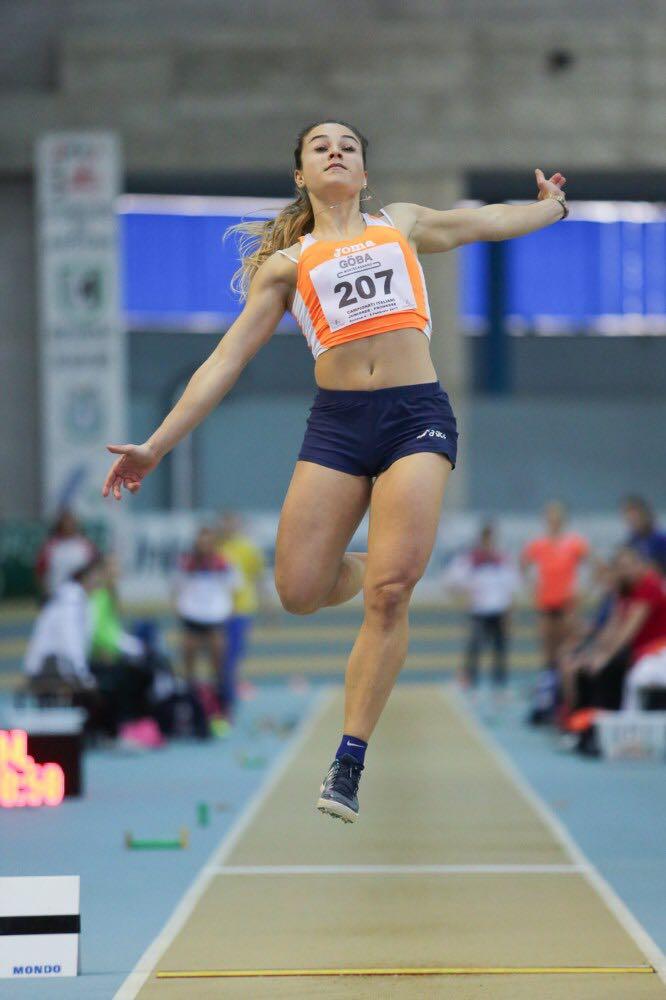Martina Aliventi nel salto vincente di 5,90