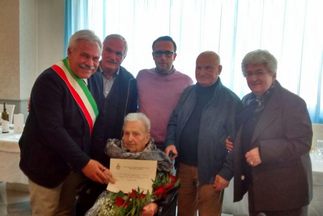 Festeggiati a Cupra i 100 anni della signora Cesarini Ida