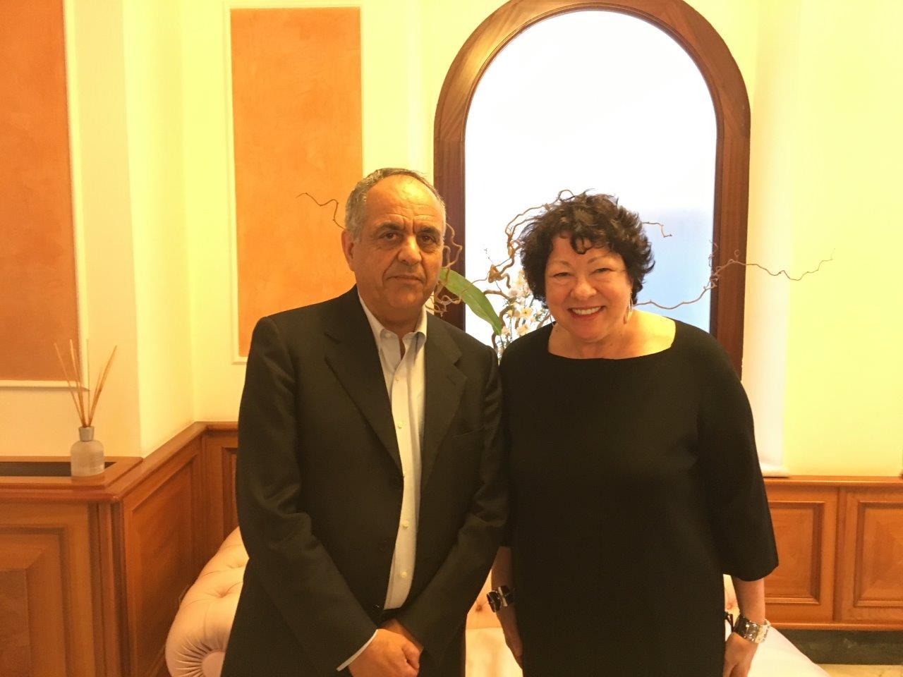 La giudice Sonia Sotomayor turista a Macerata
