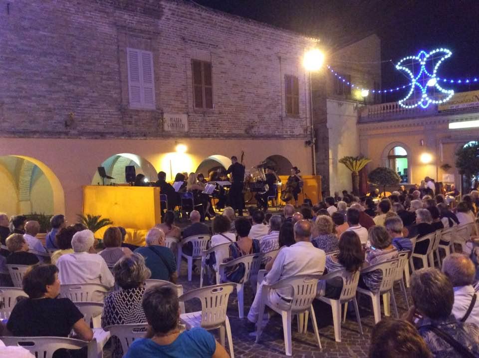 Successo del concerto dell'Orchestra Internazionale della Campania a Massignano