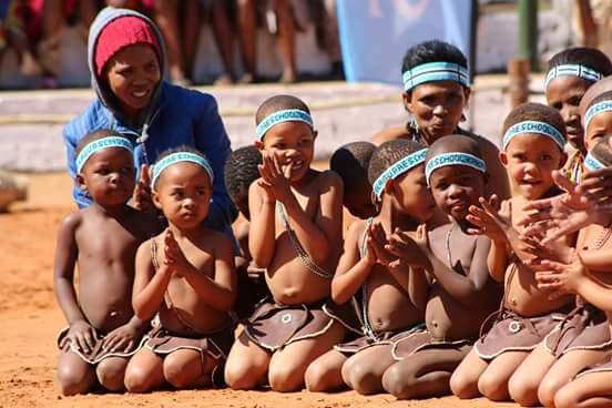 """Da aiutare """"a casa loro"""": i Boscimani del Kalahari. Intervista a Job Morris"""