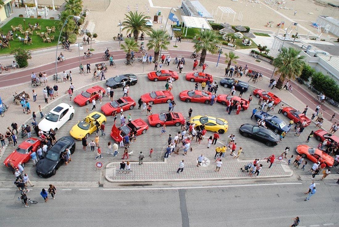 """Due marchigiani si aggiudicano il 1° raduno Ferrari città di Tortoreto """"Borgo Medievale"""""""