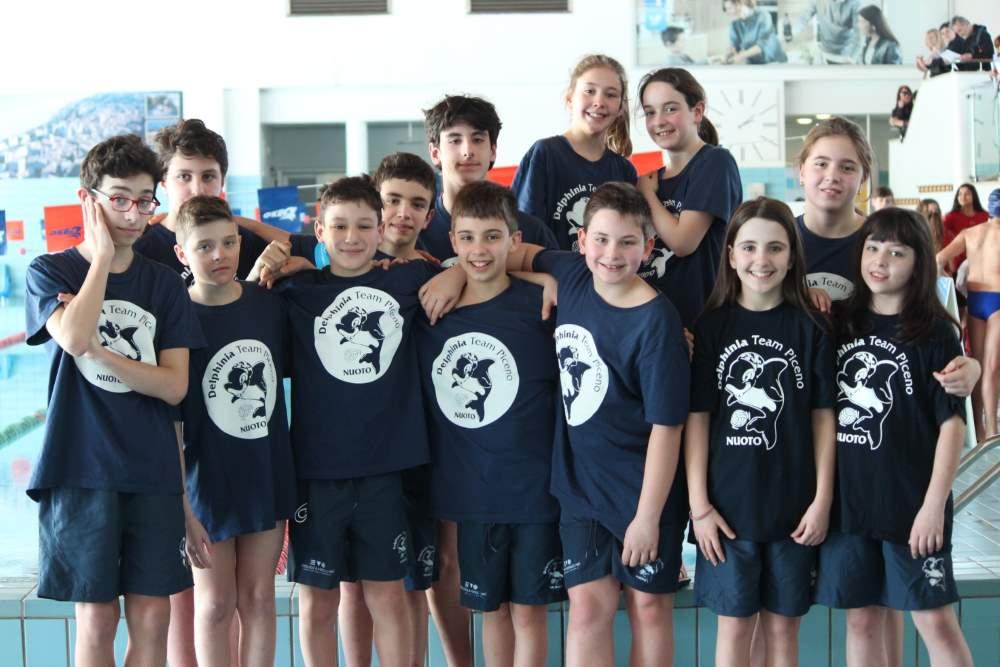 Nuoto: bottino di medaglie, la Delphinia punta ai nazionali di categoria