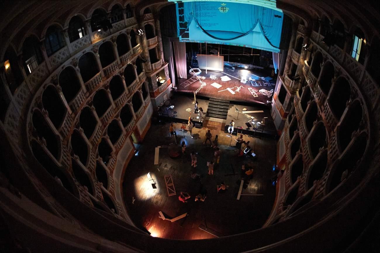 Torna in scena We Can Be Waves al Teatro Lauro Rossi