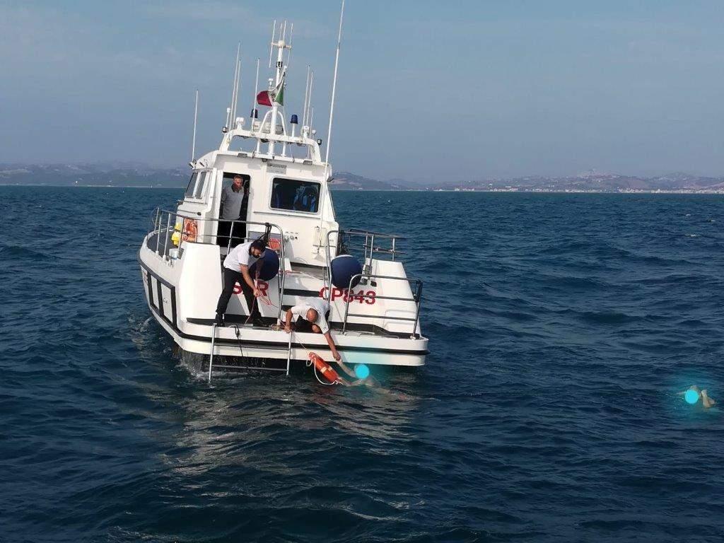 Salvati quattro diportisti dalla Guardia Costiera
