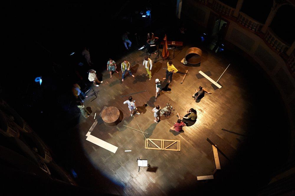 Ultima replica per We Can Be Waves al Teatro Lauro Rossi