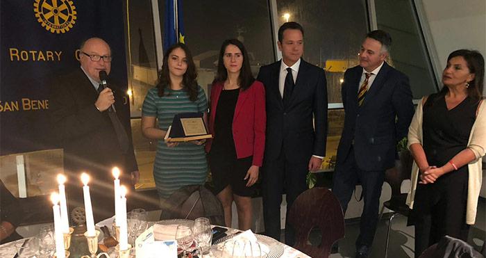 Il premio del Rotary nel nome di Massimo Cappetti ad Adriana Cepoi dell'Alberghiero Buscemi