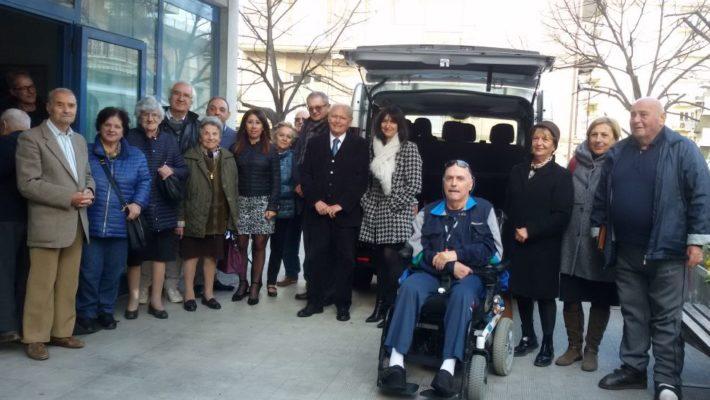La Fondazione CaRisAp dona un pulmino attrezzato per disabili al Centro Primavera