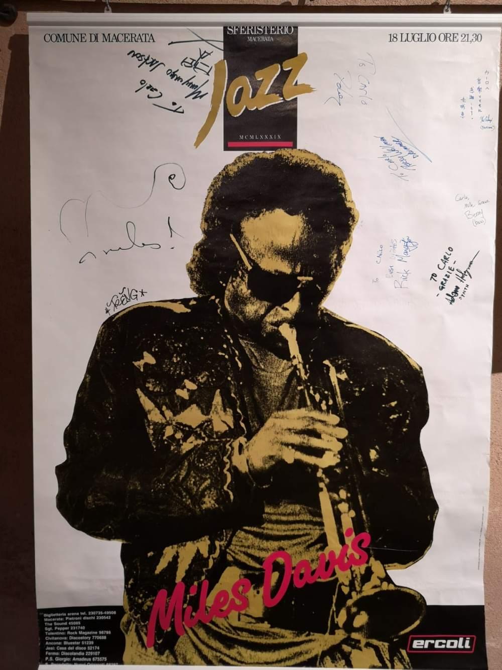 """Atto vandalico alla mostra """"Macerata, 50 anni di jazz"""" agli Antichi Forni"""