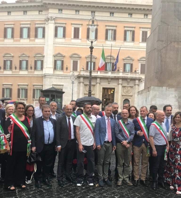 Il Presidente Ali Marche Valerio Lucciarini alla manifestazione di Roma contro i tagli del governo alle fusioni