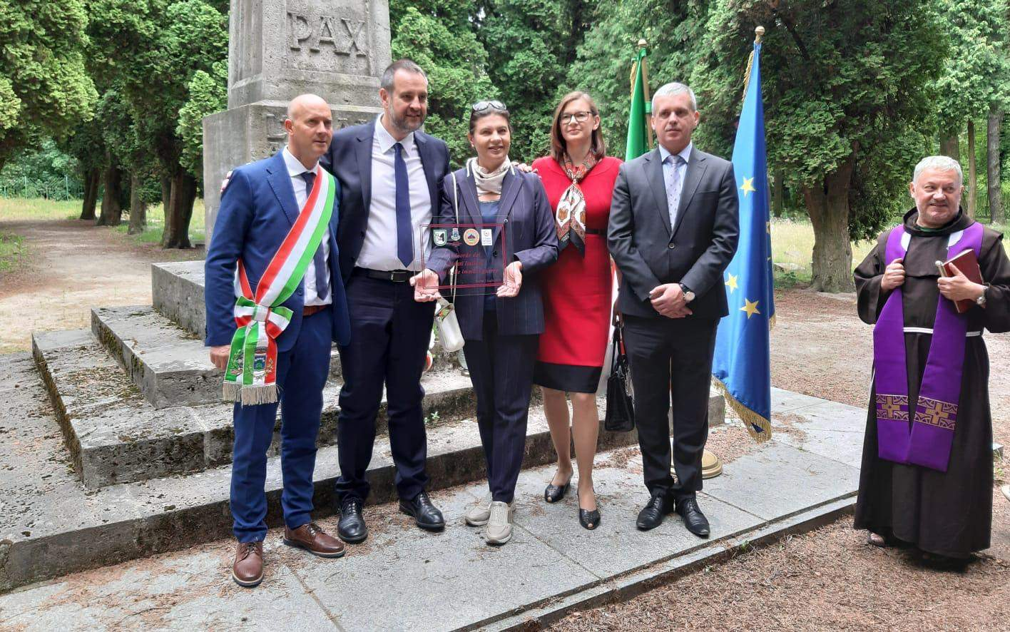 Visita in Polonia, a Breslavia, per deporre una targa a ricordo di venti marchigiani caduti nella Prima Guerra Mondiale e sepolti nel cimitero militare italiano della città