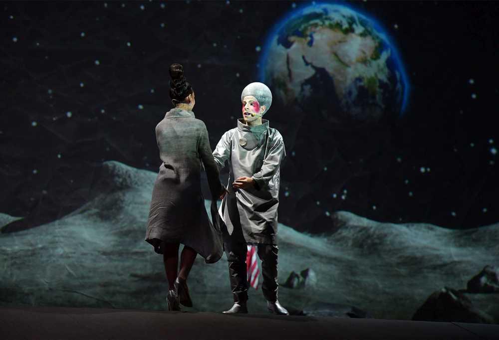 """Al Teatro Pergolesi di Jesi la replica de """"Il Lato nascosto. CircOpera lunare"""""""