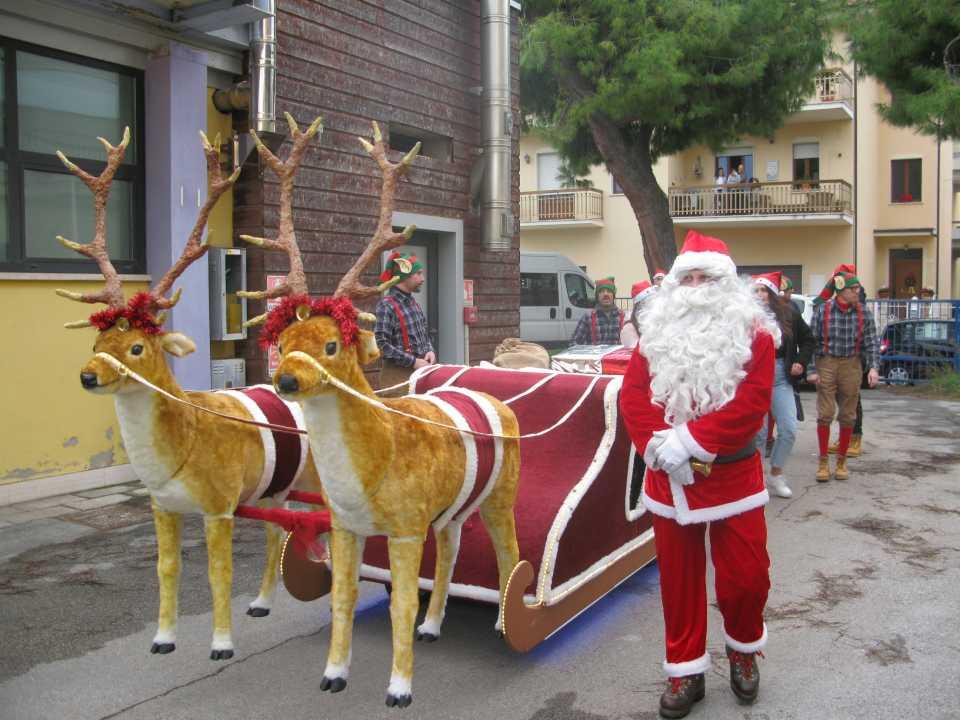 L'Associazione xMano incontra Babbo Natale