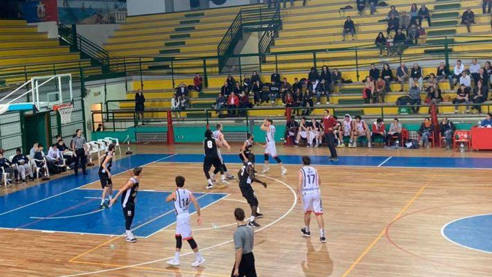 La Samb Basket beffata all'ultimo secondo, Falconara vince grazie alla bomba di Centanni
