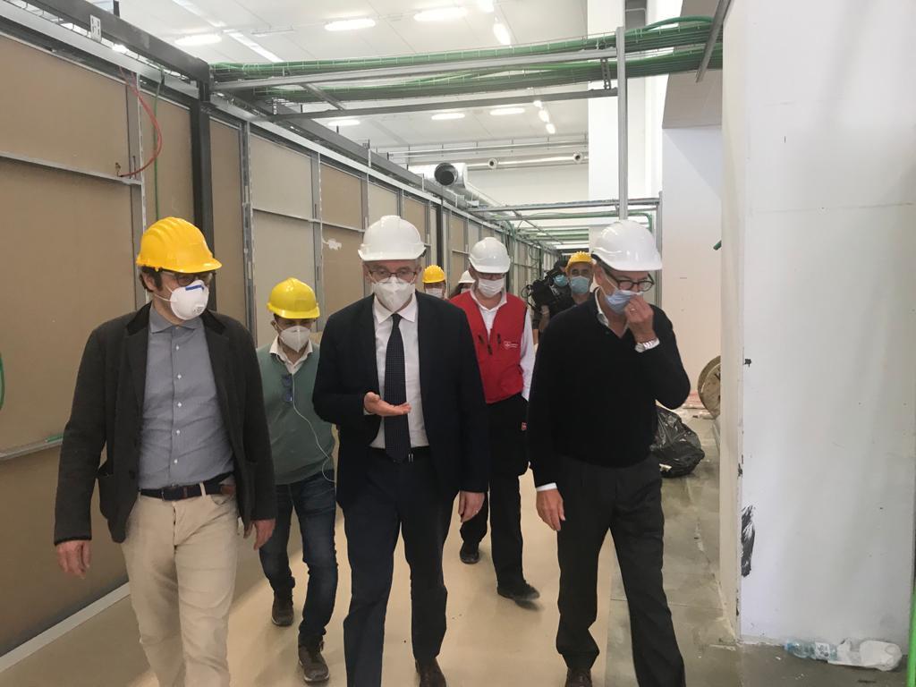 Sopralluogo di Ceriscioli e Bertolaso al quasi pronto Covid Hospital di Civitanova
