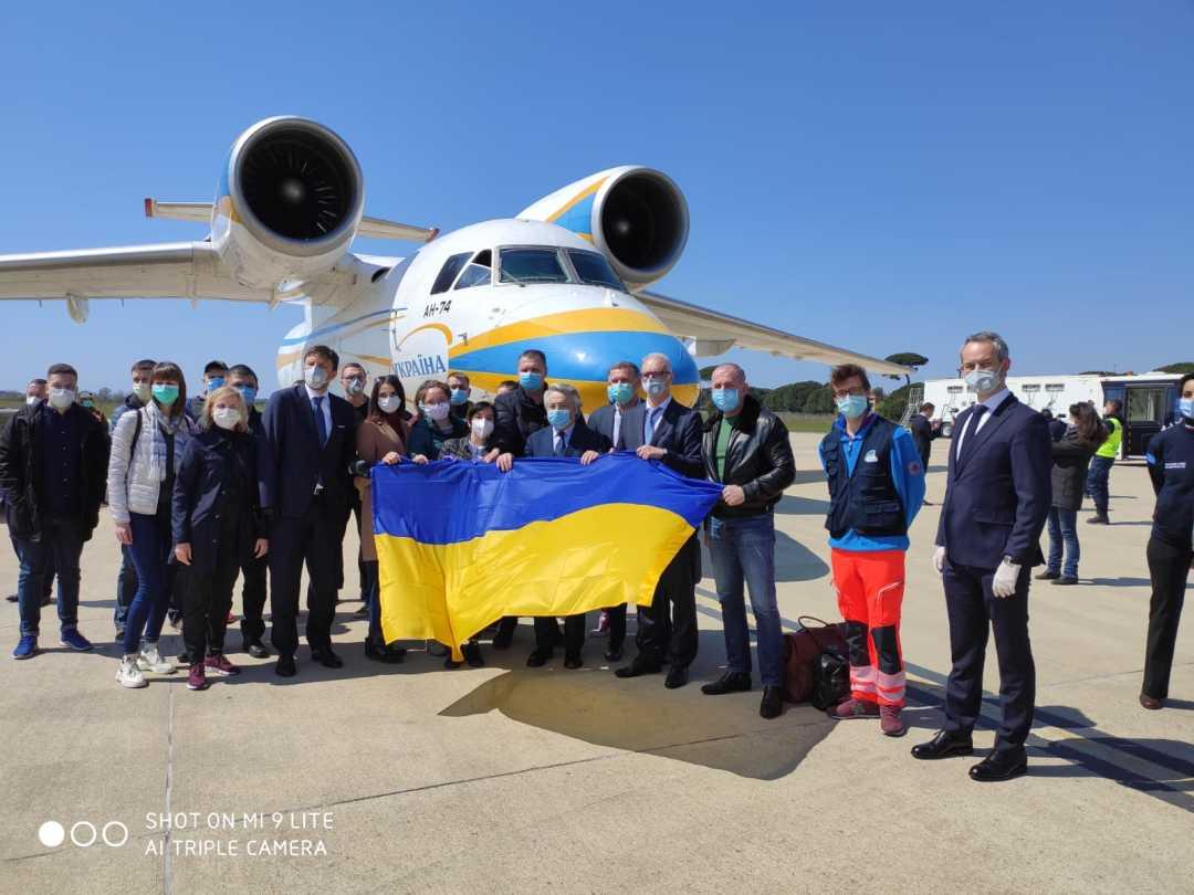 Sciapichetti accoglie il contingente di medici e infermieri ucraini