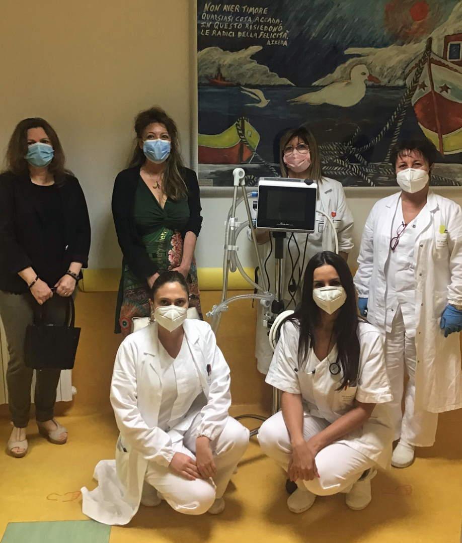 """Un Respiro di Solidarietà: al """"Madonna del Soccorso"""" il ventilatore polmonare donato dalla raccolta Omnibus"""