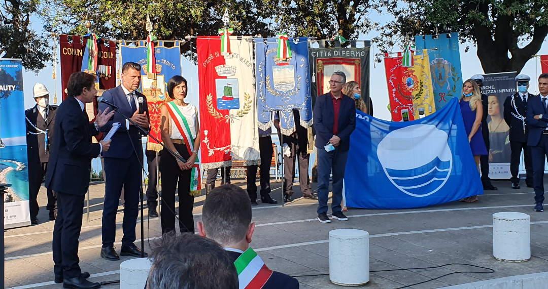 Consegnate le 15 Bandiere Blu delle Marche