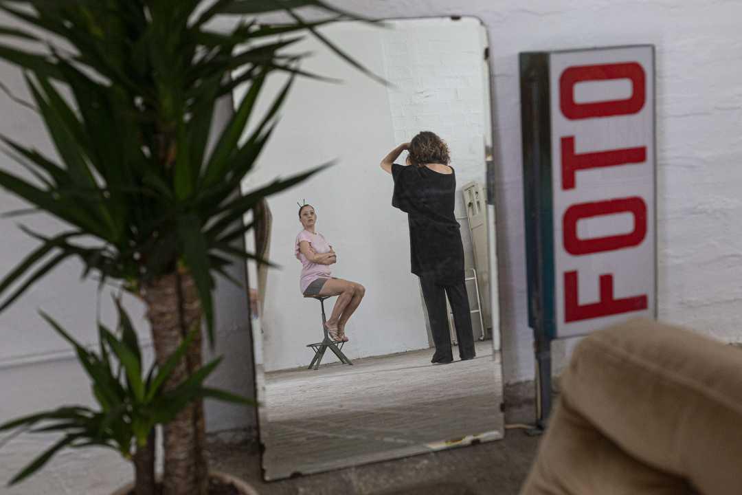 """Riparte l'iniziativa """"Io Sono l'Opera"""", ritratti fotografici di donne e uomini, con la creatività dell'artista Francesca Tilio"""