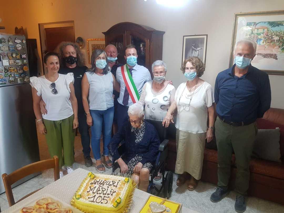 Il Sindaco Costantini fa visita a nonna Maria per la festa dei suoi 105 anni