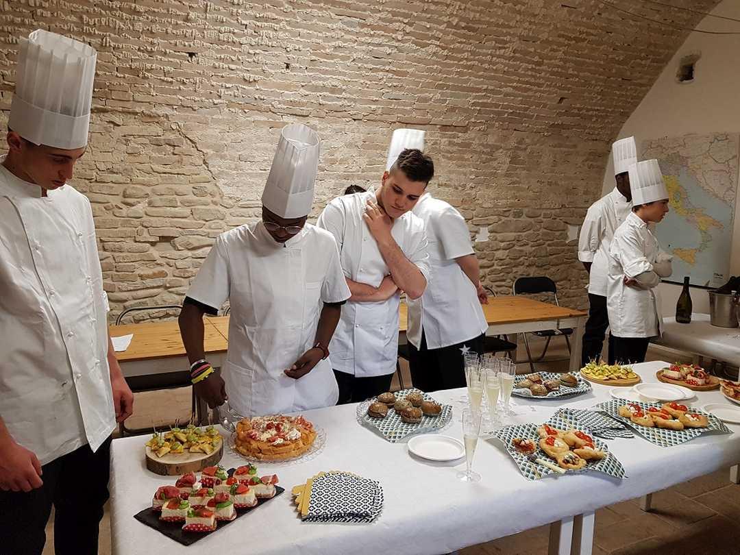 """Corso gratuito per """"Operatore della ristorazione"""" a Servigliano"""